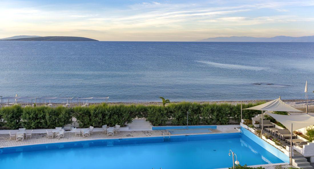 The Grove _panorama pool view